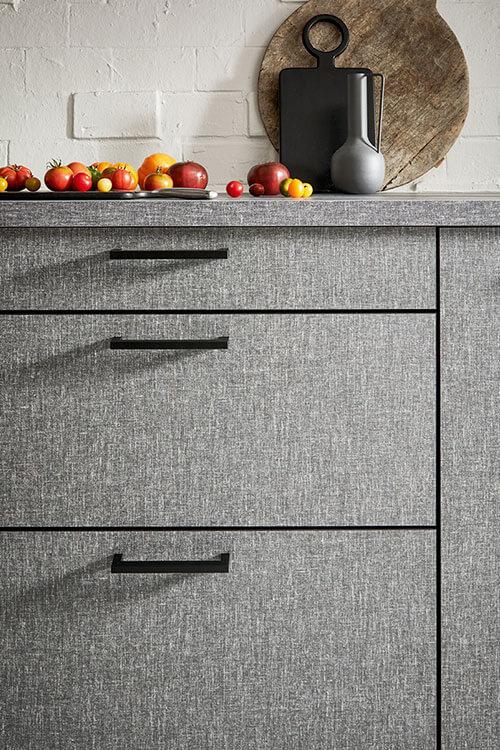 Küchen-Unterschrank in grauem Struktur-Look
