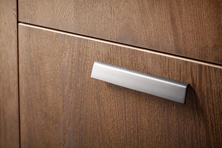 Rocco Schublade in Holzoptik - Griff aud Metall im Detail