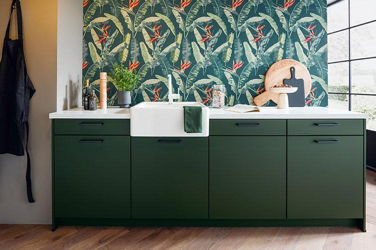 Siena Küchenzeile in dunkelgrün mit weißem Spülbecken
