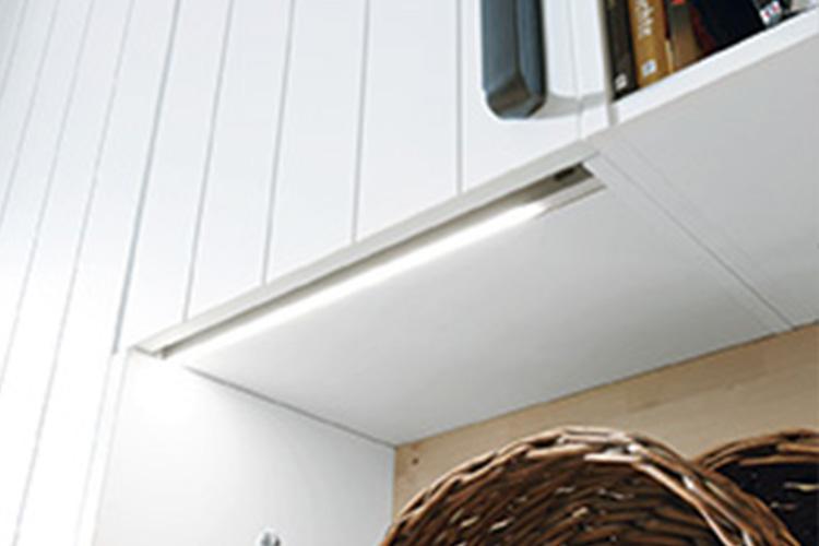 Korpusboden mit LED-Griffprofil
