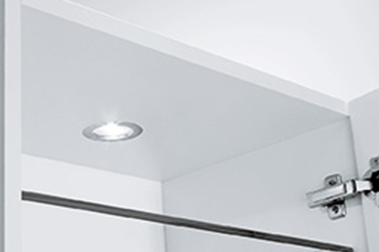 LED-Einbaustrahler im Oberschrank