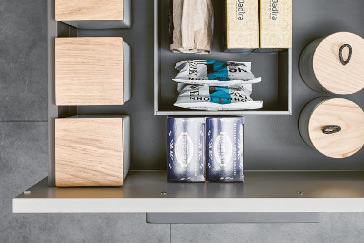 Schublade mit magnetischen Metallrahmen und Porzellan-Einsätze